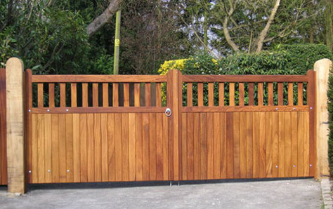 Image of a straight top chelsea wooden swing gate