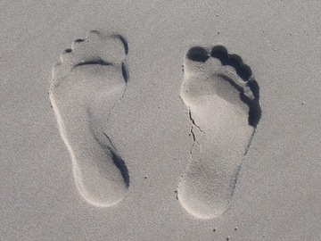 A picture of footprints in sand