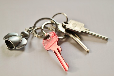 A picture of a set of keys